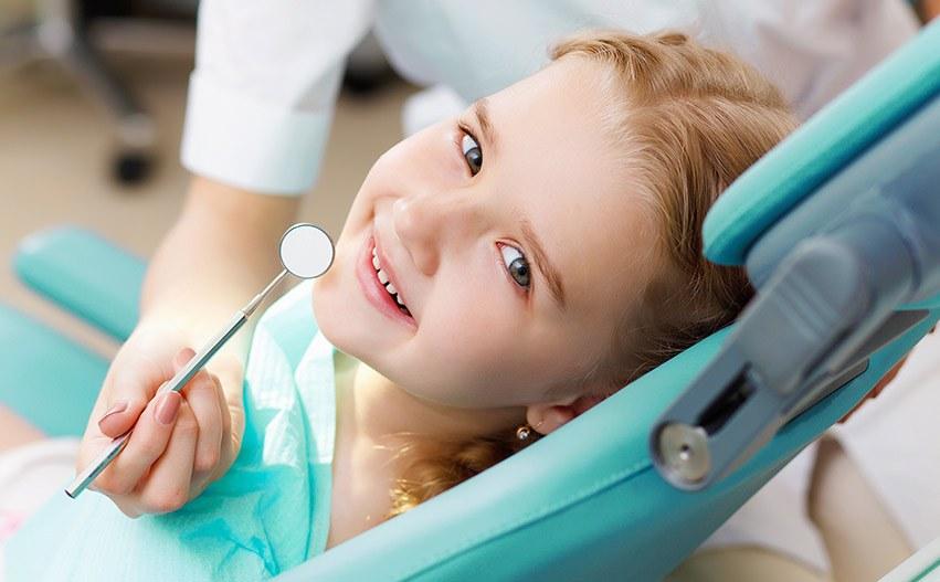 Cuidados de los dientes de leche